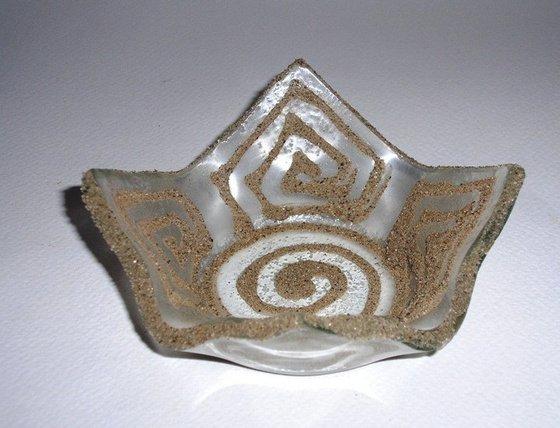 B.B.M: Üveg tálka - homok mintával